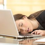 13 สิ่งที่ควรปฏิบัติ เมื่อคุณรู้สึกเหนื่อยล้าและง่วงนอนตลอดเวลา ขณะที่ทำงานอยู่..